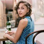 ワインを女性に注ぐ際の知らないと恥ずかしいマナーとは!?女性人気ワインランキングも合わせて紹介します!!